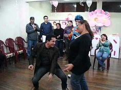 baby shower / muy comico los hombres embarazdos - YouTube Thing 1, Youtube, Laundry, Game, Babyshower, Crystal, Funny Baby Showers, Shower Games, Fun Games