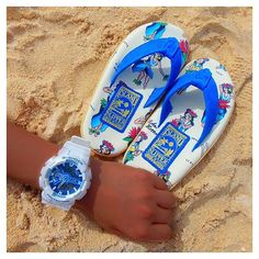 【rere1987_】さんのInstagramをピンしています。 《🦋🔹💎 . I S L A N D  S L I P P E R 👣🌅 . #guam #beach #sea #gshock #islandslipper #blue #aloha #hawaii #グアム #ビーチ #海 #南国 #時計 #ビーサン #ブルー #ハワイ #アロハ #足元くら部 #👣 #🌴 #🏄🏿♀️》