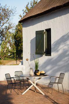 Idée et décoration pour la terrasse Budget Patio, Swedish Brands, Minimal Home, Vintage Design, Cozy House, Oasis, Terrace, Minimalism, Interior Design