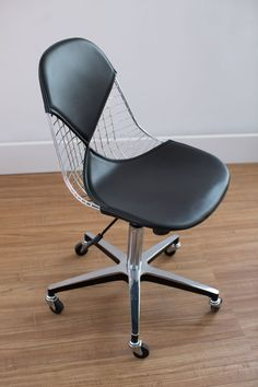 Modernica Case Study® Wire Chair Rolling
