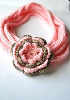 OOAK  Collana 100 lana lavorata a tricottina rosa fiore di VereV, €22,00