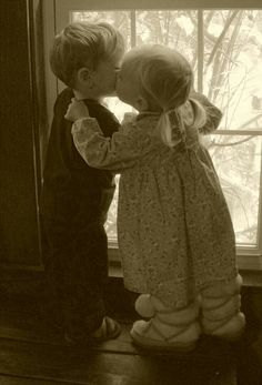 Raindrops and Roses Cute Baby Couple, Baby Love, Cute Couples, Cute Kids, Cute Babies, Baby Kids, Forever Love, Friends Forever, Couple Pictures
