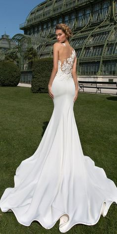 Lace backless mermaid wedding dresses style, you will be the beautiful bridal queen on your big day. Every girl has a mermaid wedding dresses dream, hoping herself could become a true beautiful mermaid in her big day. It is so fantastic if you realize your dream. Wish you have a happy and perfect wedding ceremony and get inspired from the following gallery.