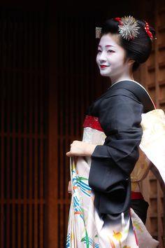 2013/8/1 八朔 - Giwon Satsuki Japanese Geisha, Japanese Beauty, Japanese Kimono, Japanese Girl, Hanabi, Traditional Japanese Art, Japanese Characters, Japanese Costume, Turning Japanese