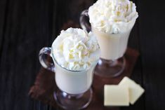 Homemade White Hot Chocolate Recipe 4 cups of milk of your choice 1 tsp. white chocolate, chopped into small pieces whipped cream or marshmallows for topping Yummy Treats, Delicious Desserts, Sweet Treats, Dessert Recipes, Yummy Food, Non Alcoholic Drinks, Cocktails, Beverages, Cocktail Parties