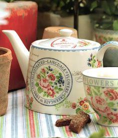 so many beautiful teapots