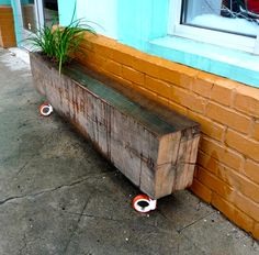 Interesting alternative to my ugly old boring front flowerbed .... Stack .... Create a sculpture