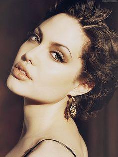 Angelina Jolie photographed byGeorge Holz (1998)