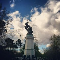 El Angel Caido: The Fallen Angel: Madrid's Retiro Park has the only known statue in the world of the Devil. Madrid, Stuff To Do, Things To Do, Us Map, Statue Of Liberty, Devil, Barcelona, Angel, Park