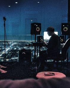 studio porn Home Recording Studio Setup, Home Studio Setup, Music Studio Room, Sound Studio, Dream Studio, Home Music Rooms, Band Rooms, Music Collage, Dream Music