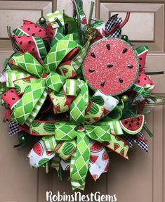 Watermelon And Lemon, Watermelon Decor, Graveside Decorations, Tree Decorations, Summer Trees, Summer Wreath, Deco Mesh Wreaths, Door Wreaths, Lemon Wreath