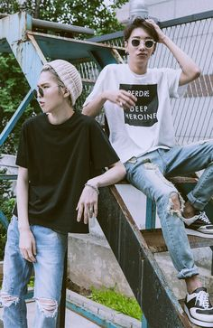 Simple summer look. Ripped jeans are all over mens fashion this spring/ summer. 엿먹어