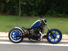 Kawasaki Vulcan Bobber. Metalflake painting Bobber chopper motorcycle bike