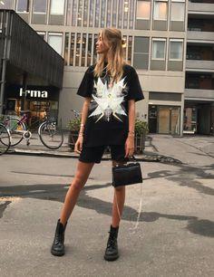 a825943e Ganni street style | Ella Karberg | Johnson Oversized T-shirt Festival  Outfits, Sorte