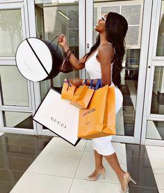 Louis Vuitton Sneakers, T-shirt Louis Vuitton, Baskets Louis Vuitton, Boujee Lifestyle, Luxury Lifestyle Fashion, Bougie Black Girl, Luxury Girl, Black Luxury, My Life Style