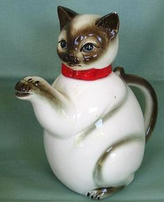 adorable!! @Amber Alexander - Old Made In Japan Kitty Cat Tea Pot $45