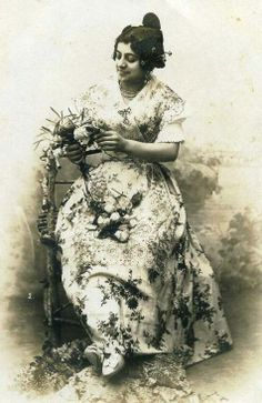 1906 - Fallera valenciana. (Woman from Valencia, Spain, dressed in the typical 'Fallera' or Valencian costume.)