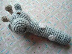 Mig og Maya: hæklet babyrangle-opskrift. Giraffen er adorable!