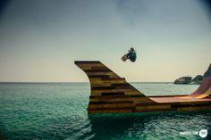 Bob Burnquist Floating Skate Ramp - mini rampa no lago Tahoe