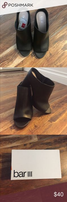 Beautiful Black Leather Open Toe Sandal BAR lll black leather open toe sandal. So comfy worn twice and never again. Has a small scuffle on the fro toe part. Other than that beautiful. Perfect for a work shoes. Chunky heels so comfy!! Bar III Shoes Heels