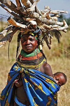 Africa | A Mohuila or Mumuila woman carries brushwood to the market in the village of Mucuma in the Lubango region.  Angola | © Bruno Zanzottera