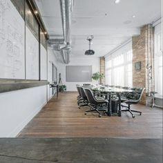 PAKET/M2 Rp 7.200.000 - Memperdalam Konsep Industral dan Vintage memberikan kenyamanan di ruang kantor anda, sentuhan lantai kayu akan memperlihatkan kebersihan dan kenyaman untuk staff anda. dan memberikan efek positif dalam kinerja Staff anda.