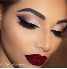 Neutral shadow with bold dark red lips