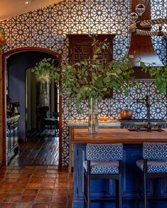 Mediterranean Style Kitchens, Mediterranean Home Decor, Eclectic Kitchen, Kitchen Interior, Küchen Design, House Design, Spanish Style Homes, Spanish Home Decor, Interior Exterior
