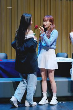 [Yves and Chuu] Kpop Girl Groups, Korean Girl Groups, Kpop Girls, Extended Play, K Pop, Yuri, Chuu Loona, Loona Kim Lip, Olivia Hye