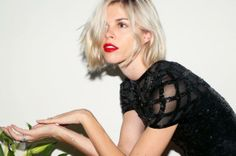 Our muse Emily does her Holiday 2013 makeup look: http://intothegloss.com/2013/12/emily-weiss-2013-holiday/