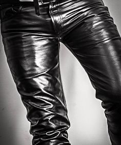 Mens Leather Coats, Black Leather Pants, Leather Trousers, Men's Leather, Fashion Moda, Denim Fashion, Leather Fashion, Latex Men, Leder Outfits