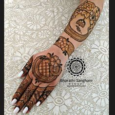 Bharathi Sanghani Mehndi в Instagram: «Sharing my design from the recent #InstaLive . 5 years ago I met the lovely Rachna Rachana @rach4na when I did her #BridalHenna. Since then…»