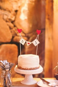 15 Vintage Rustic Wedding Cake Toppers - Looking for inspiration for your vintage, rustic chic wedding? Check out these 15 rustic wedding cake toppers (This one with Mrs written on both hearts and they will be teal w/ gray writing) Red Bridal Showers, Burlap Bridal Showers, Bridal Shower Rustic, Fun Wedding Cake Toppers, Rustic Cake Toppers, Wedding Topper, Wedding Cake Rustic, Cool Wedding Cakes, Chic Wedding