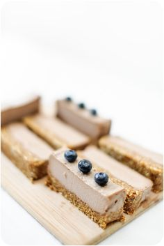 Raw Cacao Chaga Mousse Cake - add our Chaga pucks ! Raw Dessert Recipes, Raw Desserts, Raw Food Recipes, Sweet Recipes, Delicious Desserts, Yummy Food, Healthy Sugar, Healthy Cake, Healthy Snacks