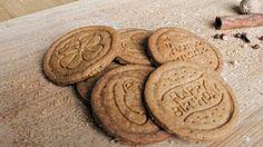 Hrníčkové karamelové sušenky (spekulky) Lotus Christmas Cookies, Biscuits, Food And Drink, Sweets, Vegan, Baking, Drinks, Recipes, Brownies