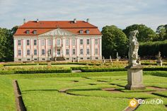 You find the pretty in pink Friedrichsfelde Palace at the #Berlin Zoo!   #GowithOh