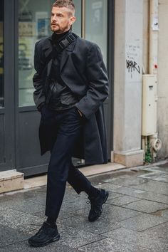 Men street styles 486599934732282071 - Street style Fashion Week homme automne hiver 2018 2019 Paris 28 Source by cestchouetteparis Mens Street Style 2018, Street Style Fashion Week, Cool Street Fashion, Men Street Styles, All Black Fashion, Look Fashion, Fashion Styles, Fashion Ideas, Fashion Guide
