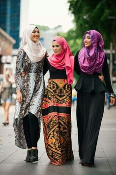 These Hijabistas are wearing Abaya Addict. GOSH I LOVE THAT MIDDLE SKIRT!!     Source.