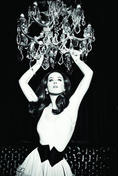 Katy Perry appeared in a luxuriousphotoshoot for a brand GHD.Instyle of the 60′s byEllen von Unwerth.