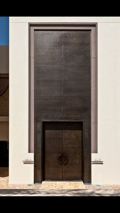 QELA luxury boutique in Qatar by Uxus Modern Entrance Door, Entrance Design, Entrance Gates, Main Entrance, Facade Design, Entry Doors, Door Design, Facade Architecture, Retail Design