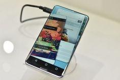 Фото дня: дисплей смартфона Sharp Corner R имеет закруглённые углы