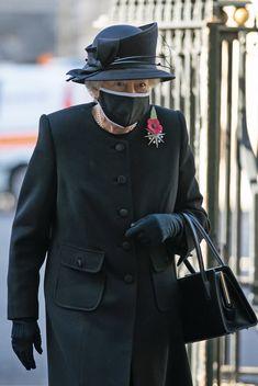 Die Queen, Hm The Queen, Royal Queen, Her Majesty The Queen, English Royal Family, British Royal Families, Queen Hat, Royal Uk, Isabel Ii