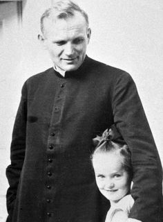 Sua Santità, Papa Giovanni Paolo II e una bambina polacca.