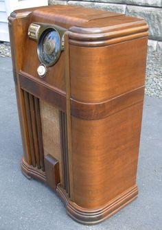 Antique ZENITH 12S569 Shutterdial Art Deco Machine Age Console Tube Radio - 1941