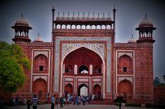 Agra, à l'entrée du Taj Mahal.