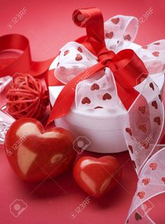 Did you just discover it's Valentine's Day and you completely forgot to get a gift for the one you love? Try these last minute Valentine's Day Gift Ideas! Valentines Gifts For Him, Valentines Day, All Holidays, Romantic Dinners, Try Something New, Centerpiece Decorations, Last Minute, Holiday Recipes, Crafts For Kids