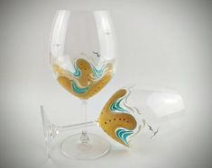 2 Hand Painted Stemmed Beach Wine Glasses Starfish Summer Wine Glass Beach Wedding Gift Personalized Wine Gift Wine Gift for Women