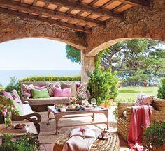 Un porche de campo y con vistas al mar