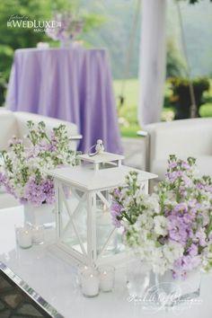 Decoração para casamento com cores branca, verde e lilás clarinho.