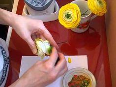 Лютик (ранункулюс) из фоамирана. Обрабатываем лепестки. - YouTube
